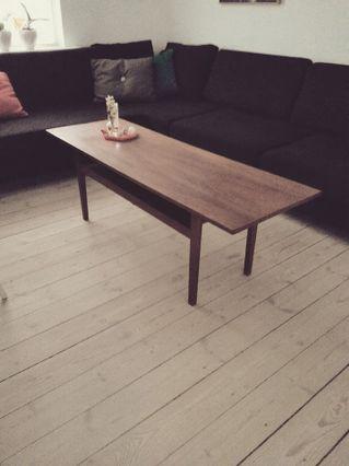Teak sofabord med flethylde